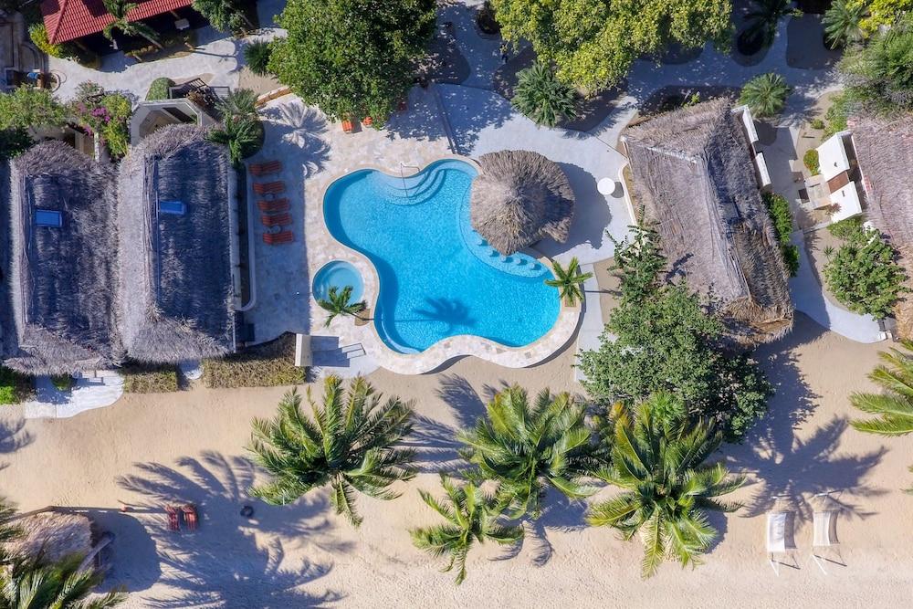 아몬드 비치 리조트 앳 자구아르 리프(Almond Beach Resort at Jaguar Reef) Hotel Image 8 - Pool