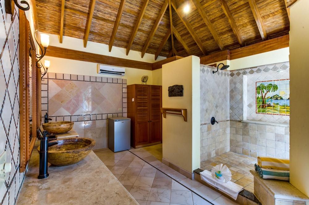 아몬드 비치 리조트 앳 자구아르 리프(Almond Beach Resort at Jaguar Reef) Hotel Image 41 - Bathroom