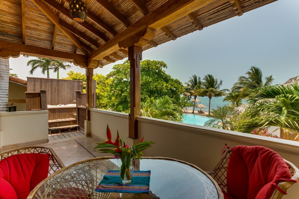아몬드 비치 리조트 앳 자구아르 리프(Almond Beach Resort at Jaguar Reef) Hotel Image 42 - Beach/Ocean View