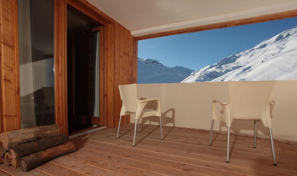 레지던스 르 샬렛 두 몽 발론(Residence Le Chalet du Mont Vallon) Hotel Image 63 - Balcony View