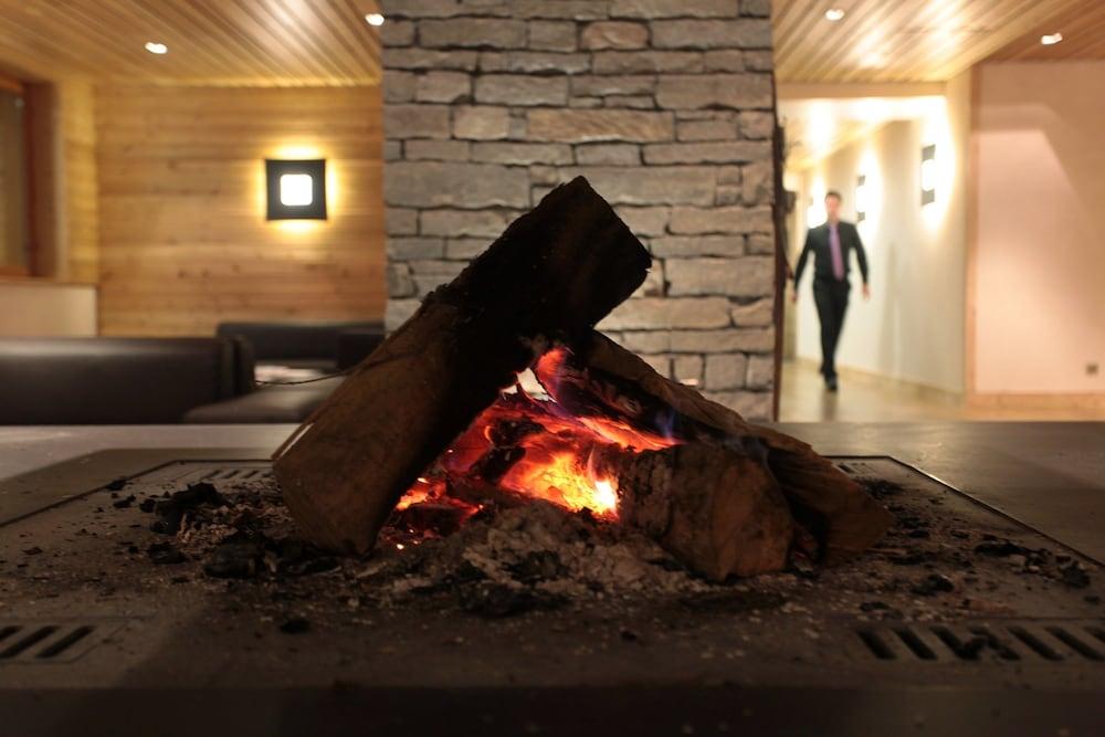 레지던스 르 샬렛 두 몽 발론(Residence Le Chalet du Mont Vallon) Hotel Image 1 - Lobby Sitting Area