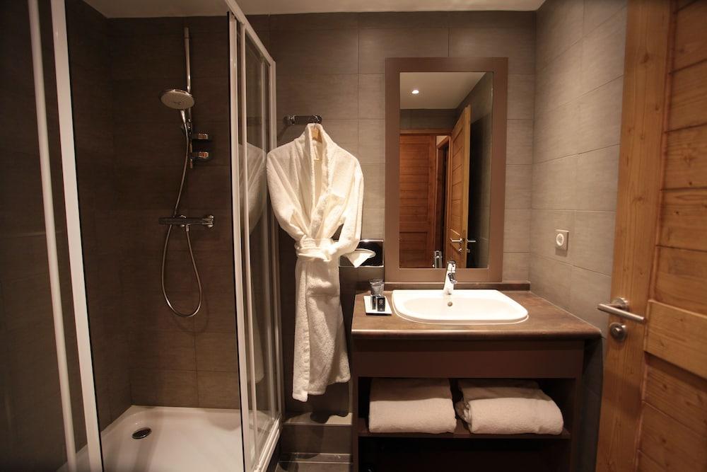레지던스 르 샬렛 두 몽 발론(Residence Le Chalet du Mont Vallon) Hotel Image 23 - Bathroom Sink