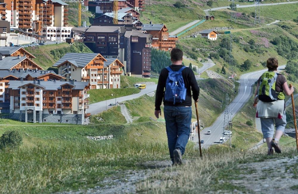 레지던스 르 샬렛 두 몽 발론(Residence Le Chalet du Mont Vallon) Hotel Image 39 - Hiking