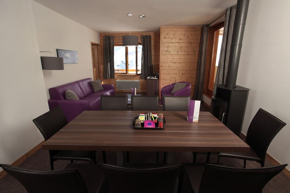 레지던스 르 샬렛 두 몽 발론(Residence Le Chalet du Mont Vallon) Hotel Image 12 - Living Area