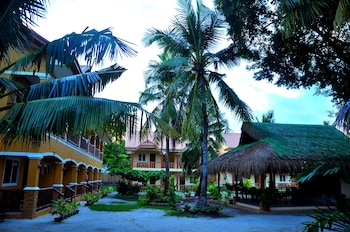 Slam's Garden Resort Malapascua Property Grounds