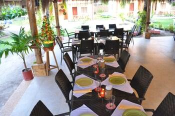 Slam's Garden Resort Malapascua Breakfast Area