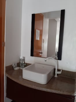 Slam's Garden Resort Malapascua Bathroom Sink