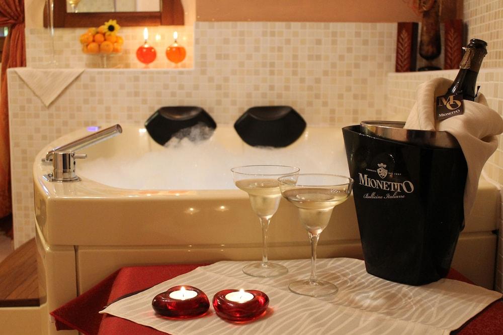 를레 일 카살레(Relais Il Casale) Hotel Image 23 - Bathroom