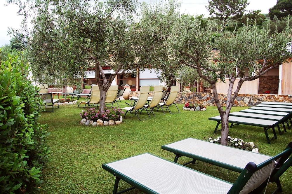 를레 일 카살레(Relais Il Casale) Hotel Image 64 - Sundeck