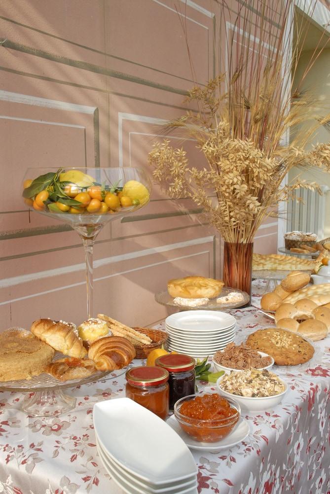 를레 일 카살레(Relais Il Casale) Hotel Image 49 - Food Court