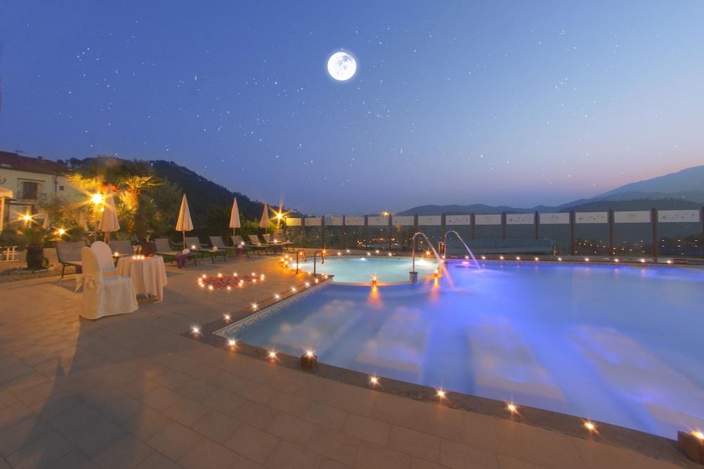 를레 일 카살레(Relais Il Casale) Hotel Image 31 - Rooftop Pool