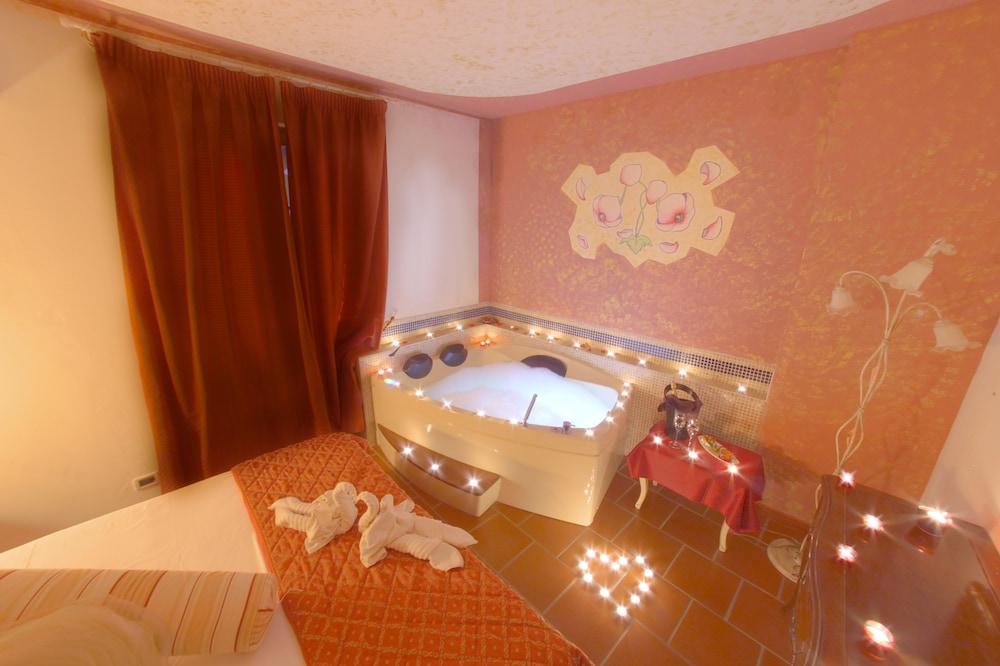 를레 일 카살레(Relais Il Casale) Hotel Image 12 - Guestroom