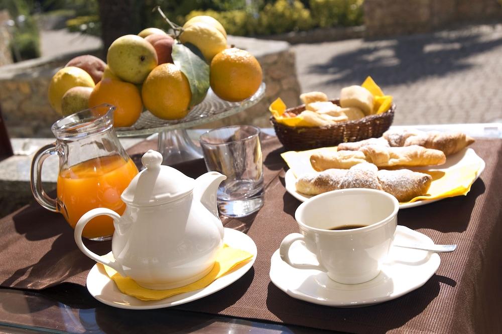를레 일 카살레(Relais Il Casale) Hotel Image 51 - Breakfast buffet