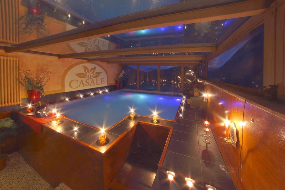 를레 일 카살레(Relais Il Casale) Hotel Image 22 - Private Spa Tub