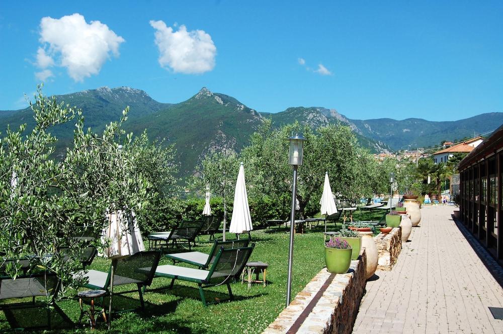 를레 일 카살레(Relais Il Casale) Hotel Image 65 - Sundeck