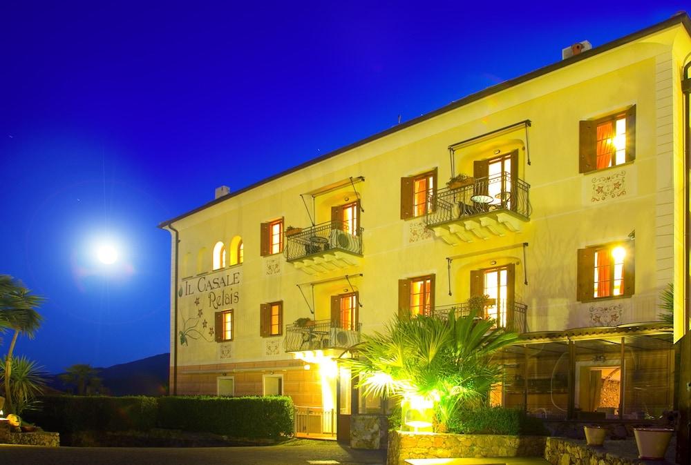 를레 일 카살레(Relais Il Casale) Hotel Image 61 - Hotel Front - Evening/Night