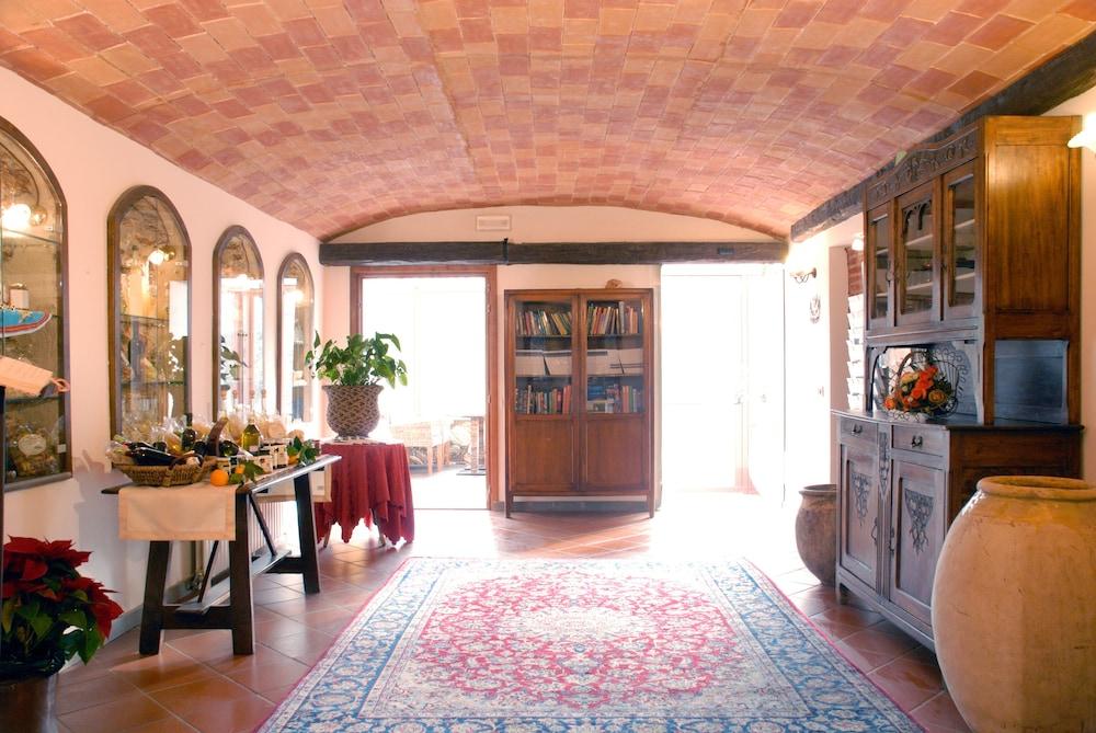 를레 일 카살레(Relais Il Casale) Hotel Image 36 - Interior Entrance