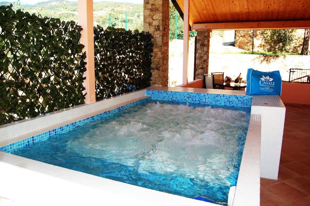 를레 일 카살레(Relais Il Casale) Hotel Image 29 - Outdoor Spa Tub