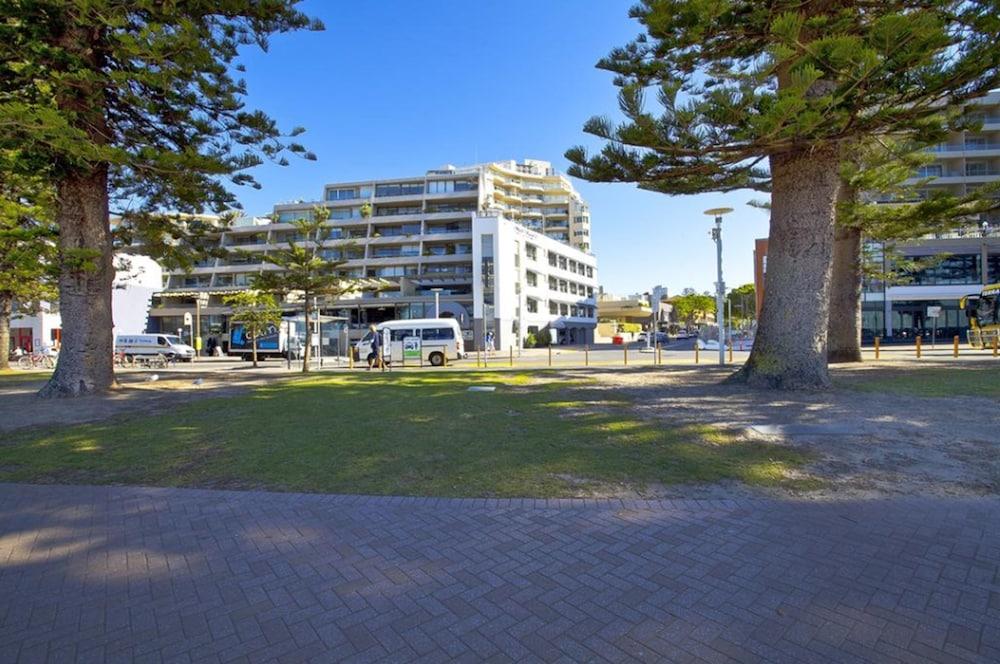 맨리 파라다이스 모텔 앤드 아파트먼츠(Manly Paradise Motel & Apartments) Hotel Image 35 - Hotel Front