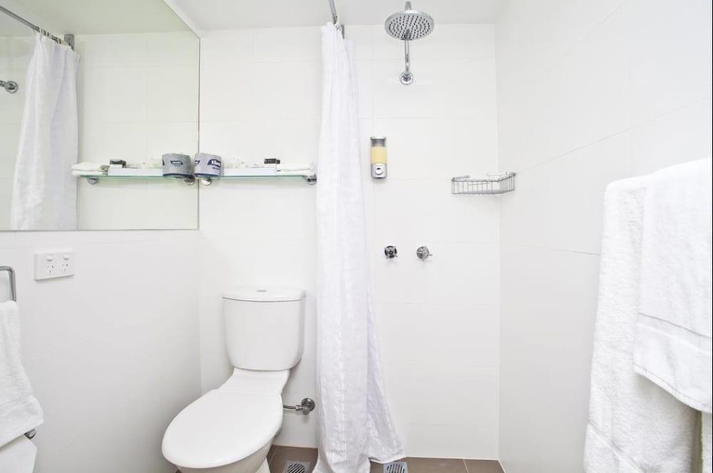 맨리 파라다이스 모텔 앤드 아파트먼츠(Manly Paradise Motel & Apartments) Hotel Image 28 - Bathroom