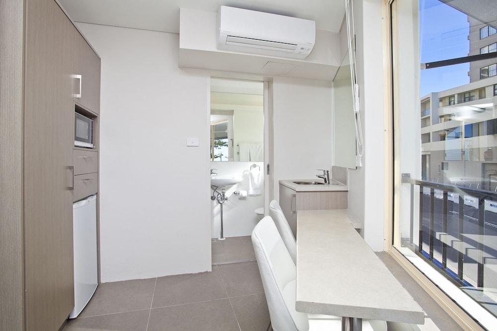 맨리 파라다이스 모텔 앤드 아파트먼츠(Manly Paradise Motel & Apartments) Hotel Image 16 - In-Room Kitchenette