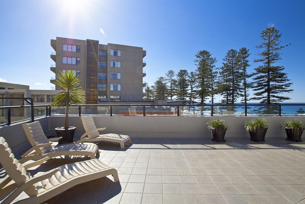맨리 파라다이스 모텔 앤드 아파트먼츠(Manly Paradise Motel & Apartments) Hotel Image 42 - Sundeck
