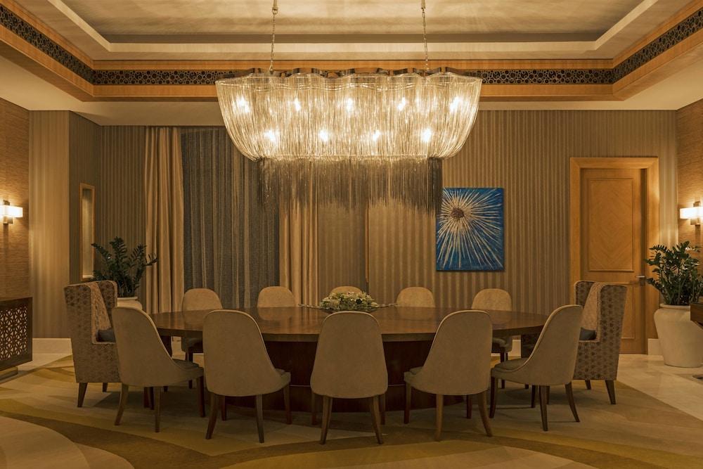 더 세인트 레기스 사디얏 아일랜드 리조트, 아부 다비(The St. Regis Saadiyat Island Resort, Abu Dhabi) Hotel Image 7 - Guestroom