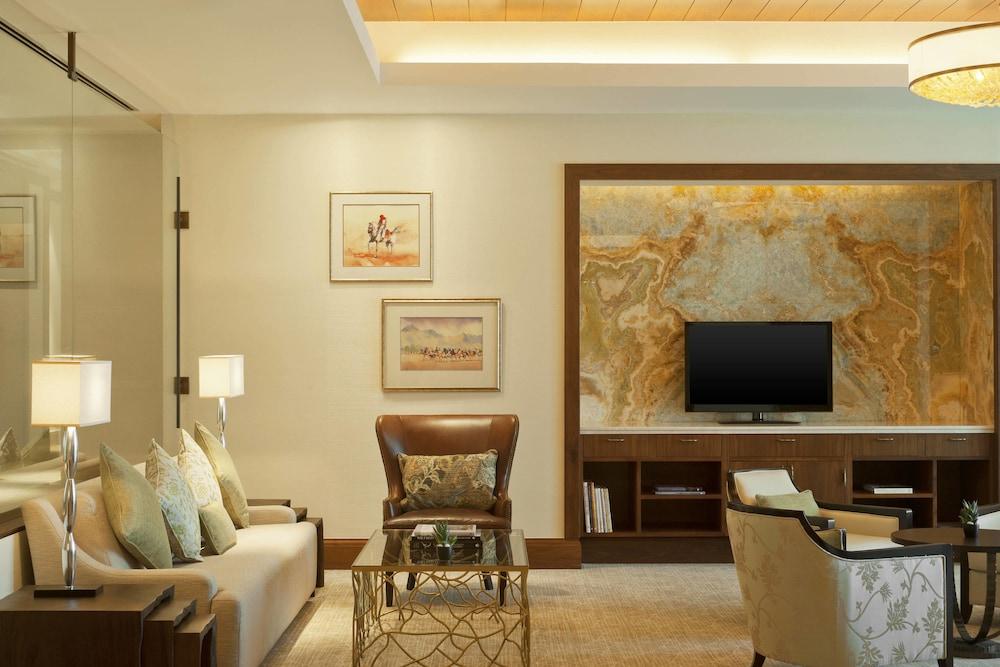 더 세인트 레기스 사디얏 아일랜드 리조트, 아부 다비(The St. Regis Saadiyat Island Resort, Abu Dhabi) Hotel Image 132 - Hotel Bar