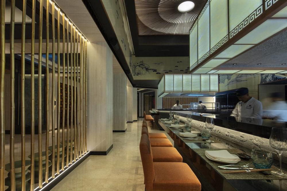 더 세인트 레기스 사디얏 아일랜드 리조트, 아부 다비(The St. Regis Saadiyat Island Resort, Abu Dhabi) Hotel Image 111 - Restaurant