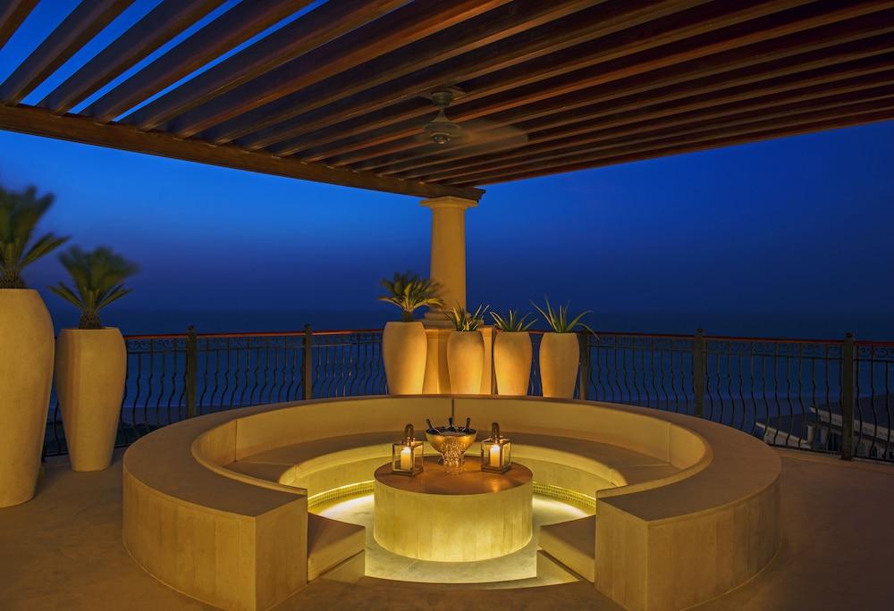 더 세인트 레기스 사디얏 아일랜드 리조트, 아부 다비(The St. Regis Saadiyat Island Resort, Abu Dhabi) Hotel Image 47 - Terrace/Patio