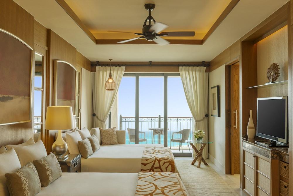 더 세인트 레기스 사디얏 아일랜드 리조트, 아부 다비(The St. Regis Saadiyat Island Resort, Abu Dhabi) Hotel Image 49 - Guestroom View