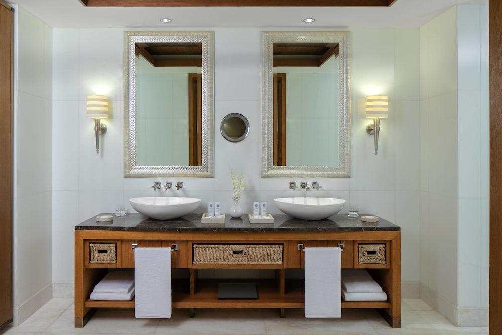 더 세인트 레기스 사디얏 아일랜드 리조트, 아부 다비(The St. Regis Saadiyat Island Resort, Abu Dhabi) Hotel Image 31 - Guestroom