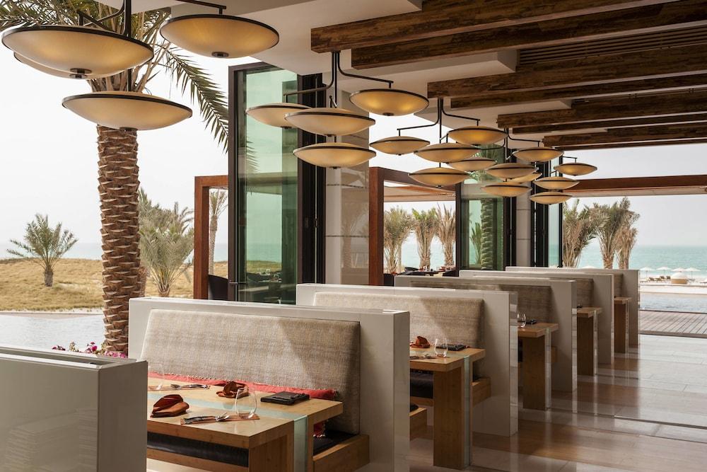 더 세인트 레기스 사디얏 아일랜드 리조트, 아부 다비(The St. Regis Saadiyat Island Resort, Abu Dhabi) Hotel Image 126 - Restaurant