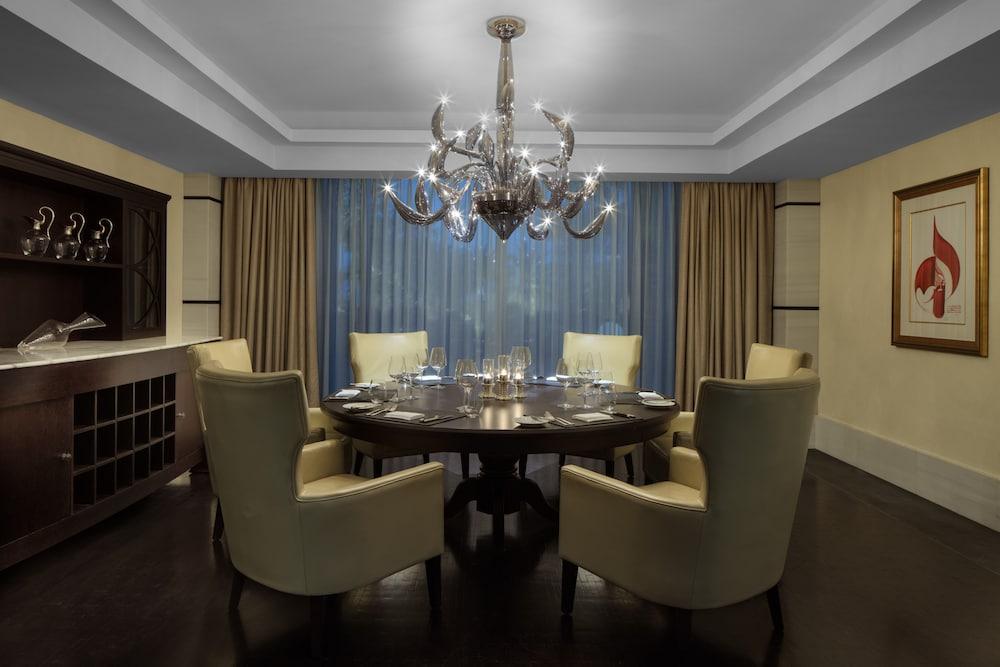 더 세인트 레기스 사디얏 아일랜드 리조트, 아부 다비(The St. Regis Saadiyat Island Resort, Abu Dhabi) Hotel Image 104 - Restaurant