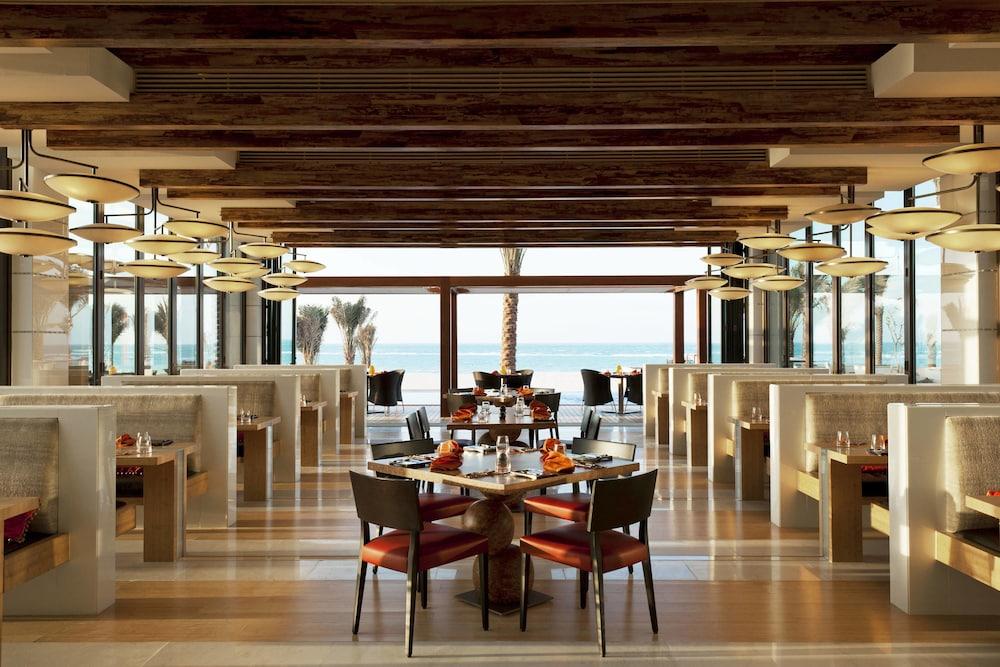 더 세인트 레기스 사디얏 아일랜드 리조트, 아부 다비(The St. Regis Saadiyat Island Resort, Abu Dhabi) Hotel Image 128 - Restaurant