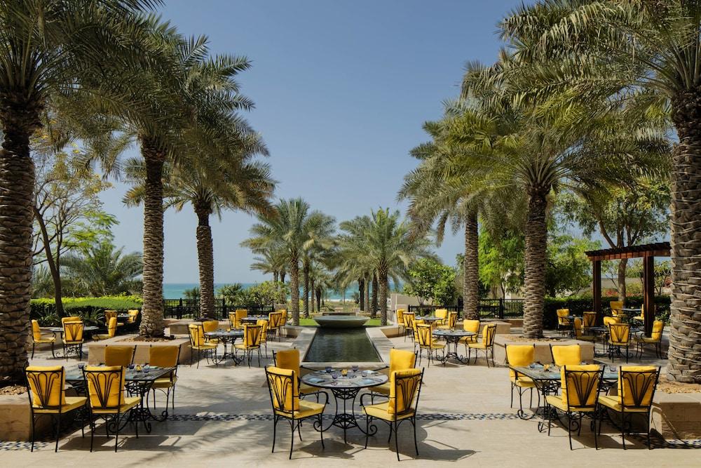 더 세인트 레기스 사디얏 아일랜드 리조트, 아부 다비(The St. Regis Saadiyat Island Resort, Abu Dhabi) Hotel Image 130 - Restaurant