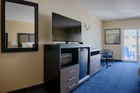 Standard Room, Partial Ocean View (2 Queens & Sofa )