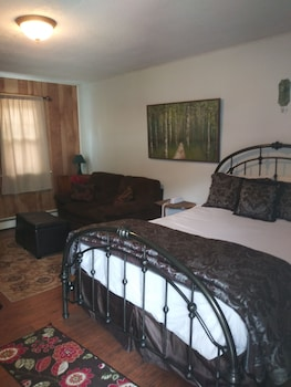 Romantic Cabin, 1 Queen Bed, Fireplace, Poolside