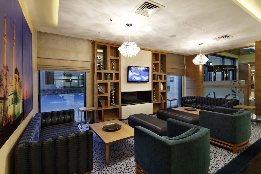 힐튼 가든 인 이스탄불 골든 혼(Hilton Garden Inn Istanbul Golden Horn) Hotel Image 1 - Lobby Sitting Area