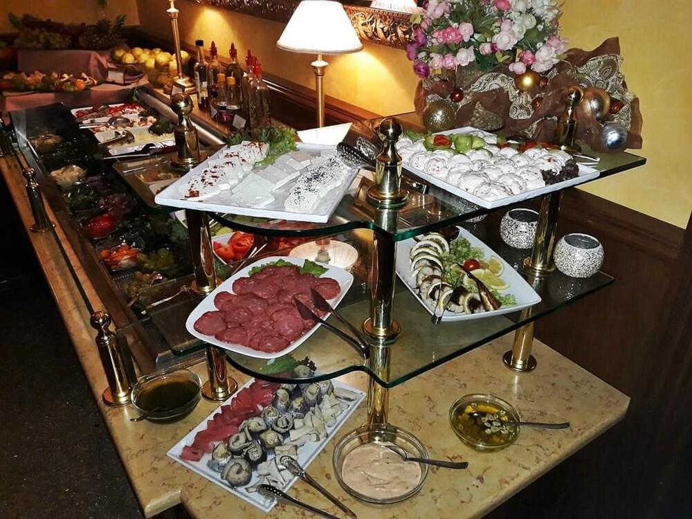 페스타 윈터 팰리스(Festa Winter Palace) Hotel Image 20 - Breakfast buffet
