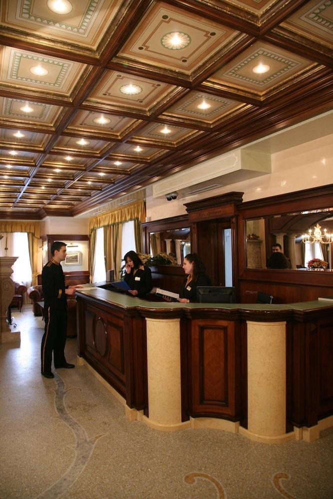 페스타 윈터 팰리스(Festa Winter Palace) Hotel Image 0 - Reception