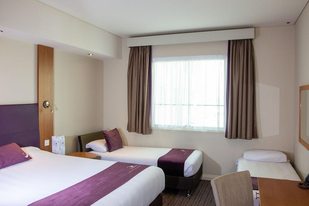프리미어 인 아부다비 캐피탈 센터(Premier Inn Abu Dhabi Capital Centre) Hotel Image 3 - Guestroom