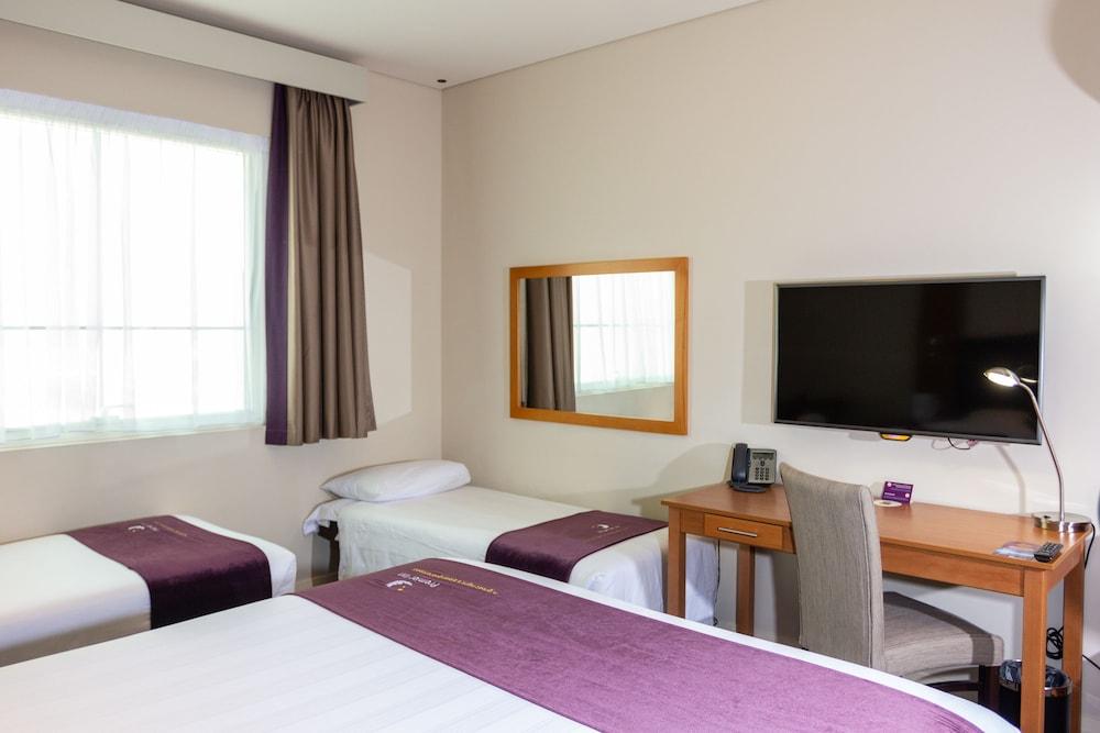 프리미어 인 아부다비 캐피탈 센터(Premier Inn Abu Dhabi Capital Centre) Hotel Image 11 - Guestroom