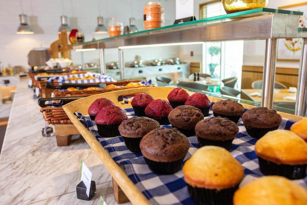 프리미어 인 아부다비 캐피탈 센터(Premier Inn Abu Dhabi Capital Centre) Hotel Image 26 - Breakfast Area