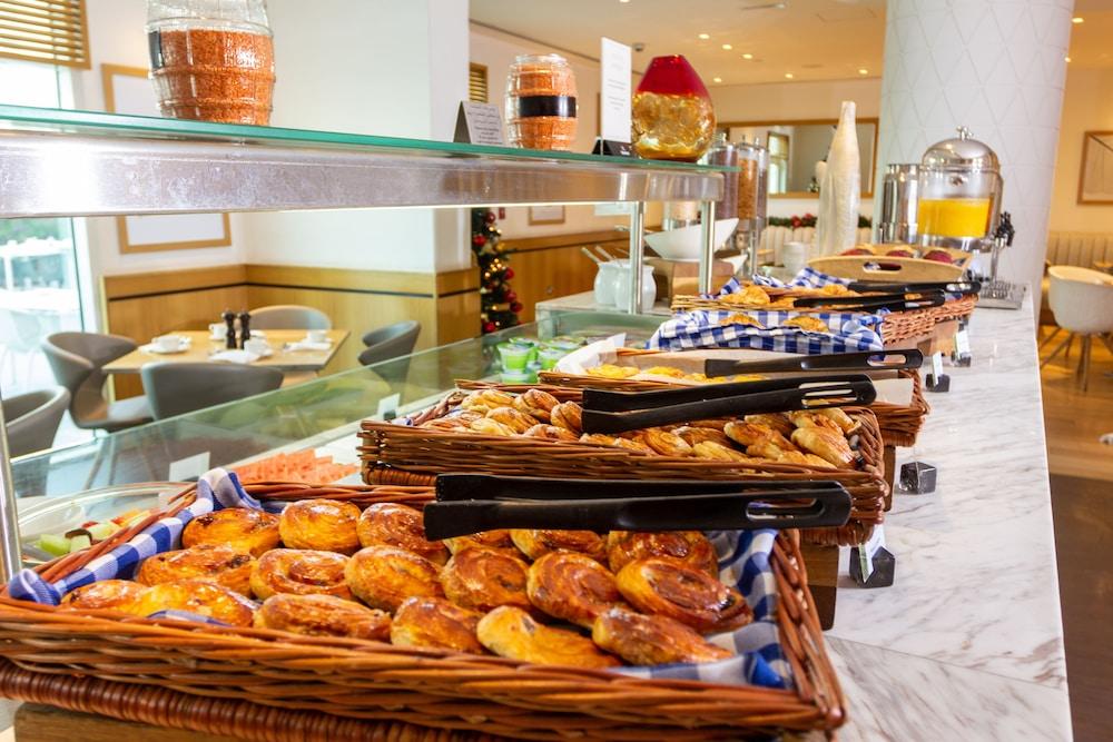 프리미어 인 아부다비 캐피탈 센터(Premier Inn Abu Dhabi Capital Centre) Hotel Image 27 - Breakfast Area