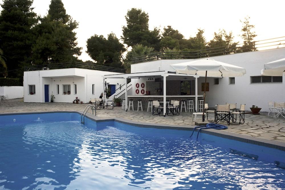 테오 벙갈로우(Theo Bungalows) Hotel Image 24 - Outdoor Pool