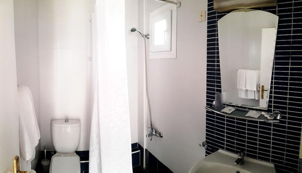 테오 벙갈로우(Theo Bungalows) Hotel Image 10 - Bathroom