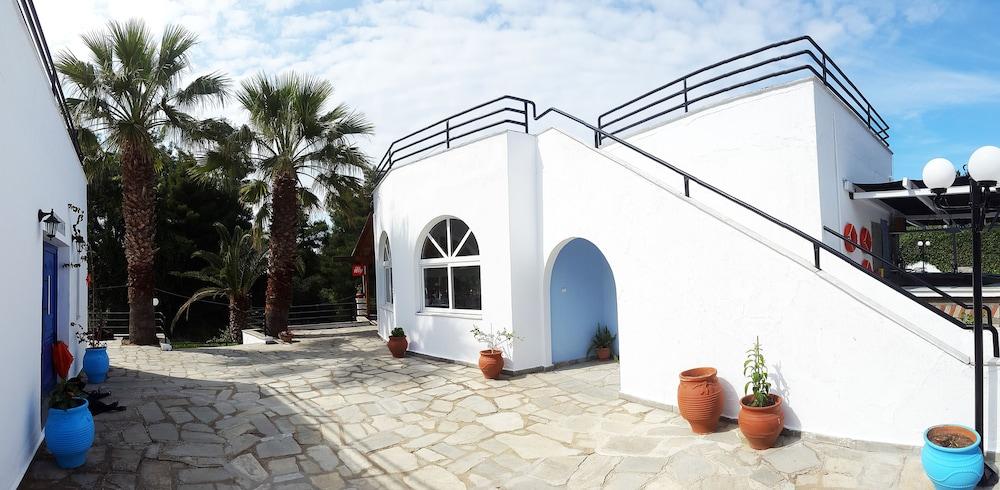 테오 벙갈로우(Theo Bungalows) Hotel Image 21 - Courtyard