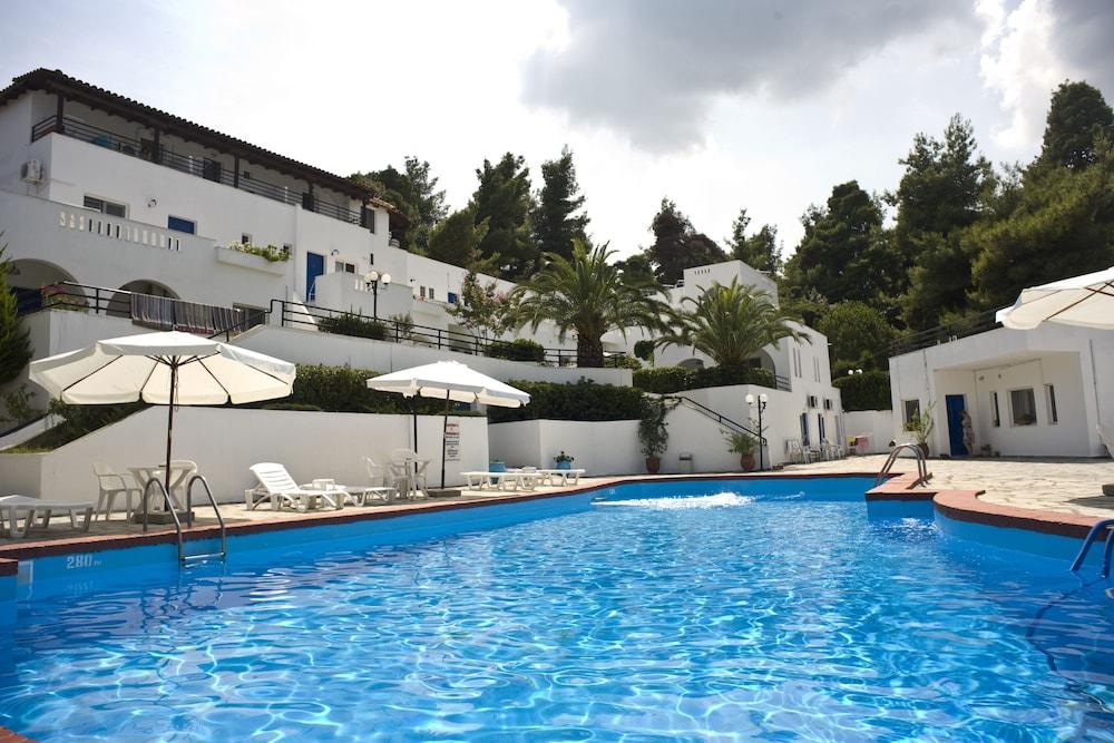 테오 벙갈로우(Theo Bungalows) Hotel Image 0 - Featured Image