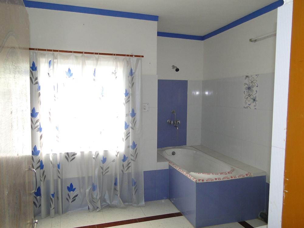 가네샴 게스트 하우스(Ganesham Guest House) Hotel Image 28 - Bathroom